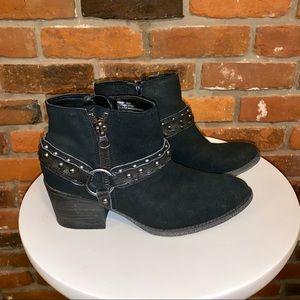 Crown Vintage Wendy Black Suede Booties Size 8.5